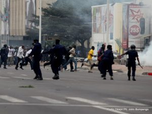 Manifestants et police